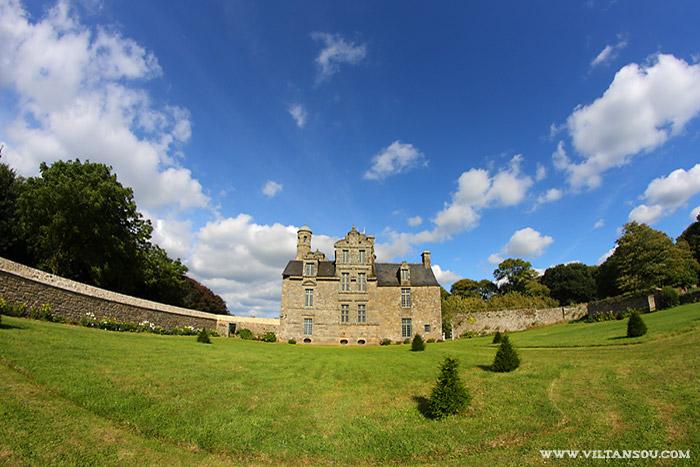 Le château de Maillé vu du jardin